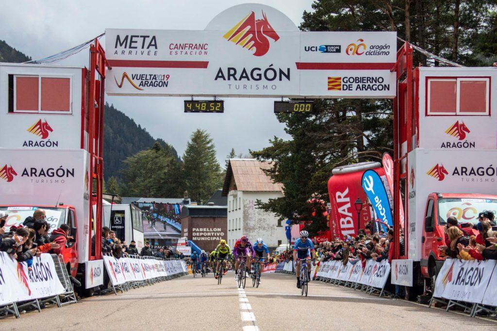 Jonathan Hivert se hace con el triunfo en Canfranc y Jesús Ezquerra se convierte en el nuevo líder de la Vuelta Aragón