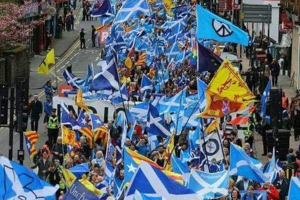 Miles de personas reclaman en Escocia un segundo referéndum de independencia