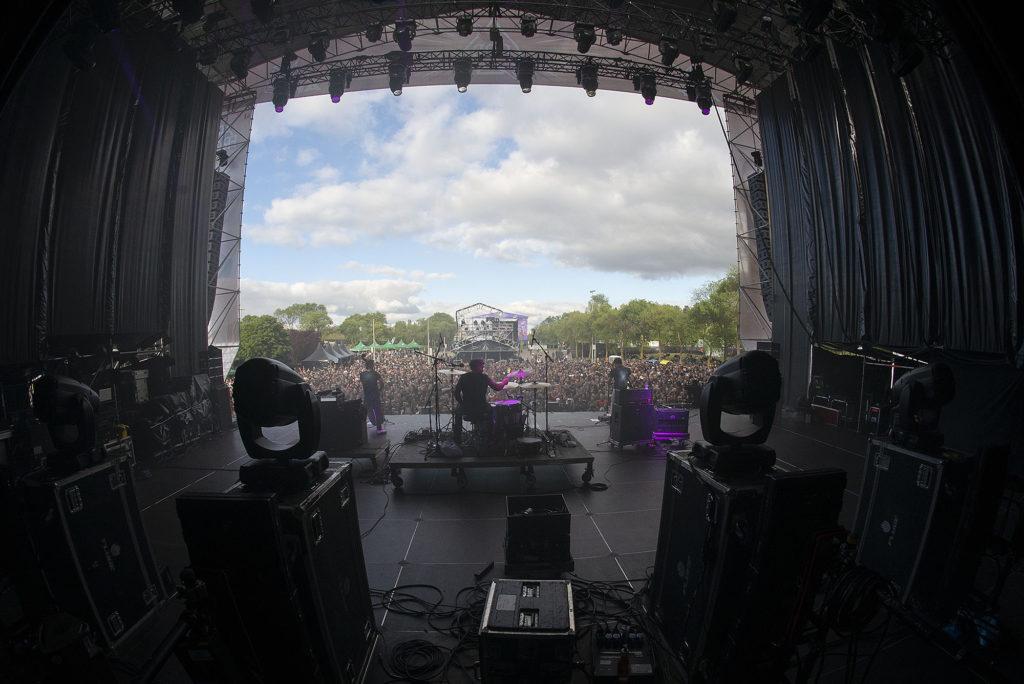 Más de 17.000 personas en la primera jornada de Azkena Rock Festival 2019