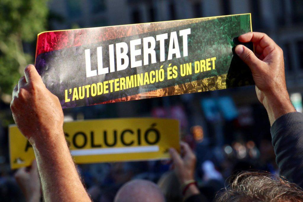 «Unidad para frenar la represión»: miles de personas se movilizan en Barcelona por la libertad de los presos y la absolución