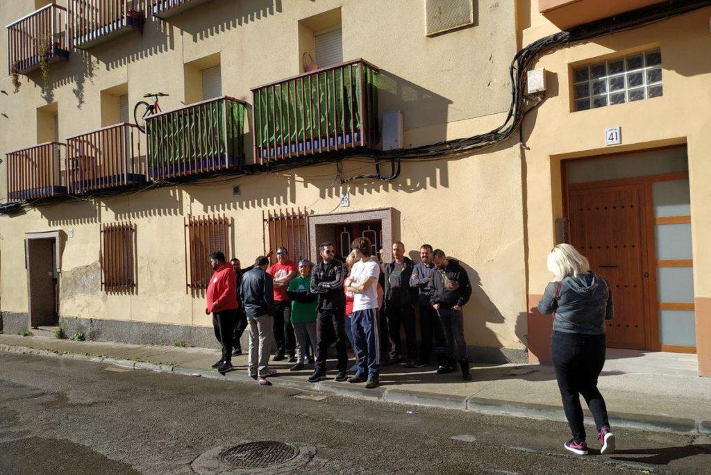 Una decena de personas logra la paralización del desahucio de Noemi y José Miguel en Zaragoza