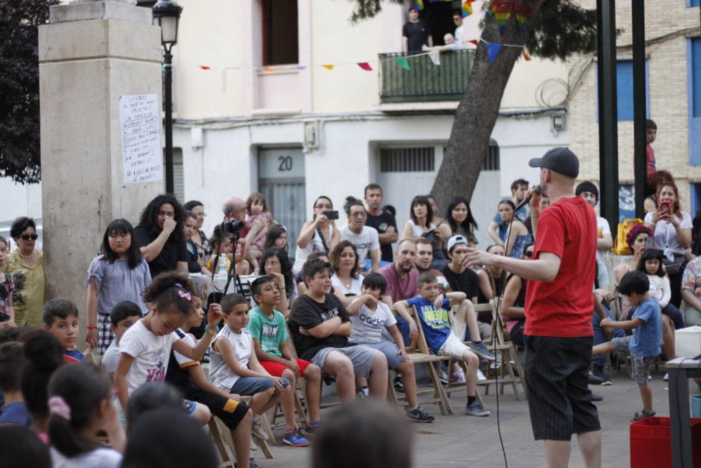 El rap y las nuevas masculinidades animan las fiestas del Gancho con una improvisación