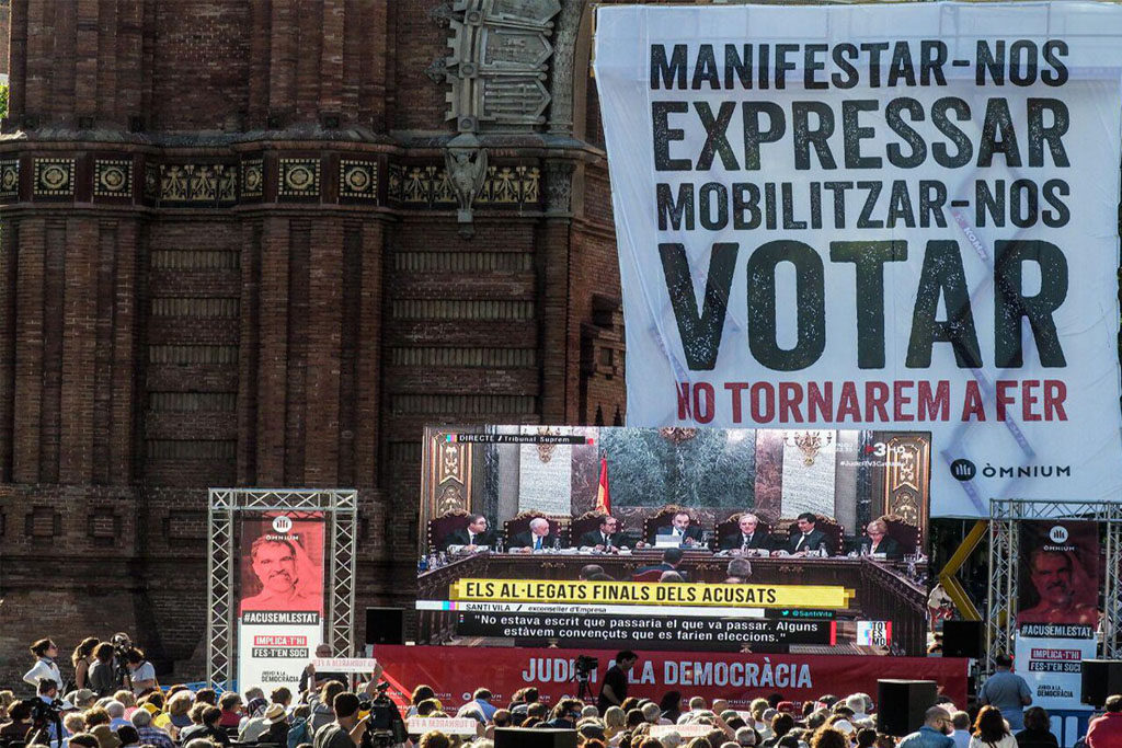 Emoción, dignidad, y compromiso, en los alegatos finales de las y los presos políticos catalanes