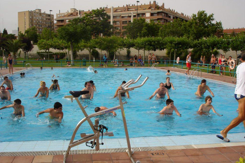 Las piscinas municipales de Zaragoza comienzan la temporada con la afluencia de público más alta de los últimos años