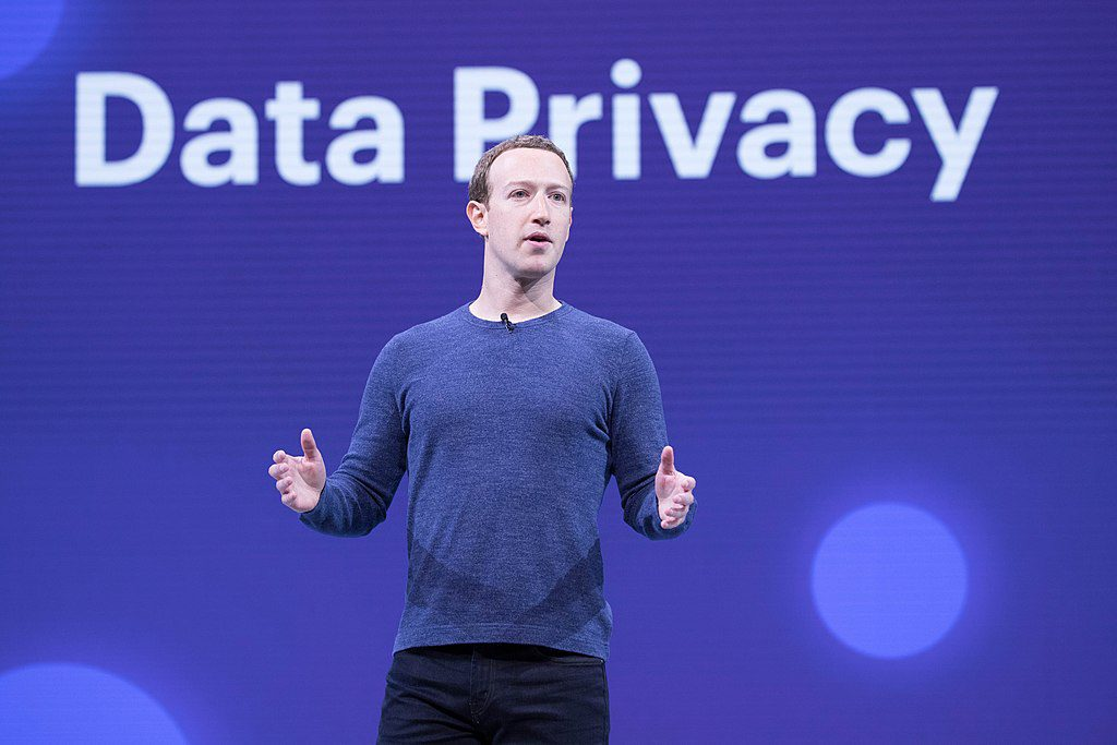 Facebook deberá pagar una multa de 5.000 millones de dolares por traspasar datos personales a una consultora