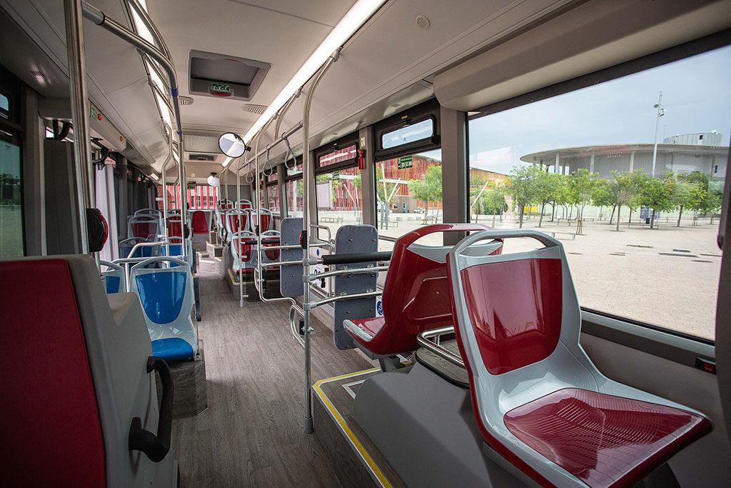 Un accidente en el interior de un autobús urbano visibiliza el mal estado de la flota de Avanza