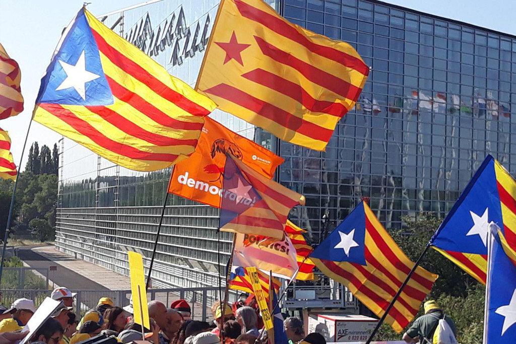 El movimiento independentista catalán se manifiesta en Estrasburgo el mismo día de la constitución del Parlamento Europeo