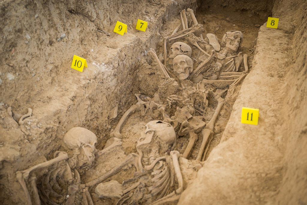 Sigue la exhumación en Uesca de los 12 vecinos de Angües