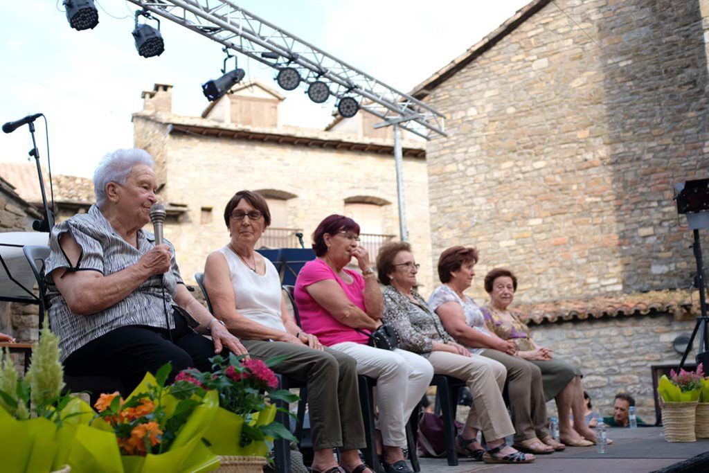 El Festival Castillo de Aínsa arranca con la música tradicional y las historias de las mujeres que mantienen vivo el Sobrarbe