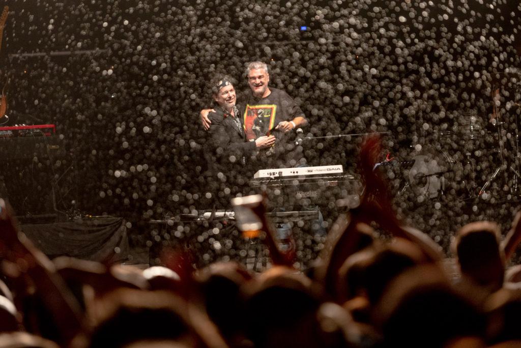 Calamaro sacó a relucir en Pirineos Sur su mejor versión en un memorable extenso concierto que abarcó toda su carrera