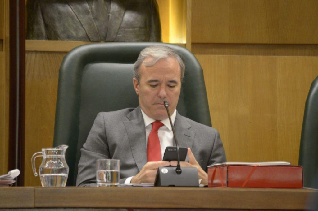 """🔴 ZeC y Podemos-Equo acusan de """"tirano"""" y """"cobarde"""" a Azcón por no permitir el derecho a réplica en el Pleno municipal"""