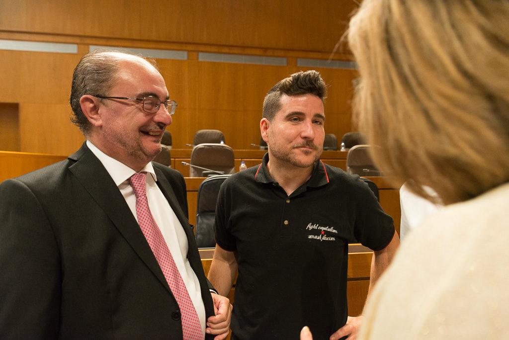 """Escartín responde a Lambán que Podemos no está pidiendo entrar en el Gobierno pero que no van a """"dar gratis una investidura"""""""
