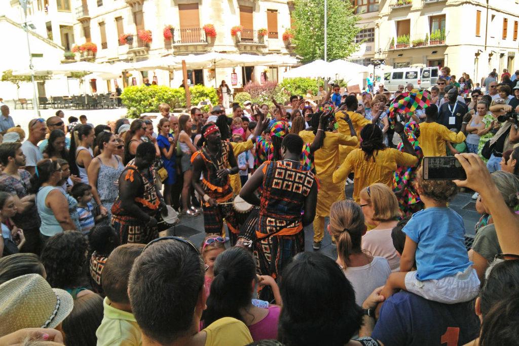 La música inunda las calles de Chaca para celebrar la 50 edición del Festival Folklórico de los Pirineos
