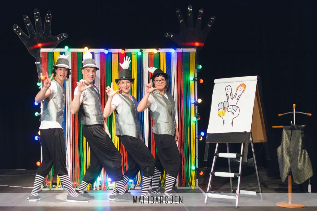 Teatro de inclusión en Mequinensa con 'Signing de Circo' de la compañía Callejeatro