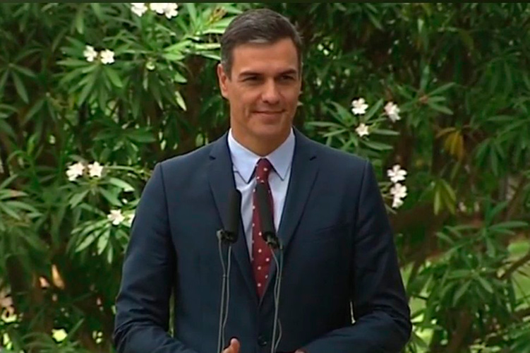 La ambigüedad de Sánchez continúa mientras sube en las encuestas: ¿izquierda o derecha?