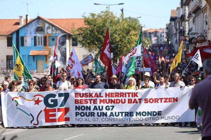 Más de 15.000 personas se manifiestan en Euskal Herria contra el «antidemocrático» G7