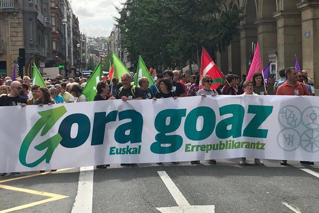 EH Bildu reivindica en las calles de Donostia la República Vasca de iguales