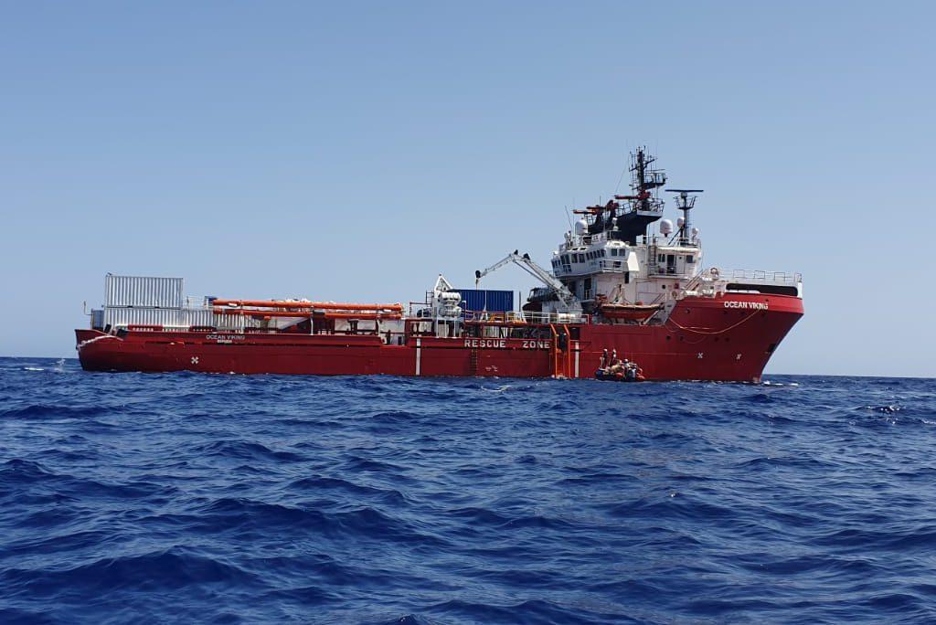 El Ocean Viking recibe finalmente un lugar seguro al que llevar a las personas supervivientes rescatadas en el Mediterráneo