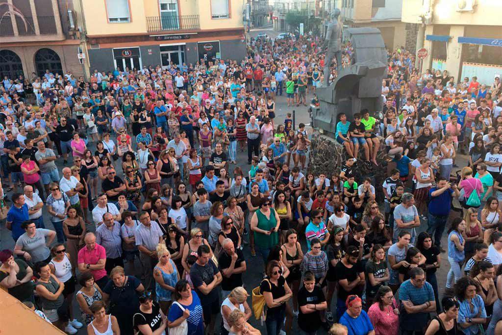 Centenares de personas se concentran por todo Aragón para denunciar el crimen machista de Andorra