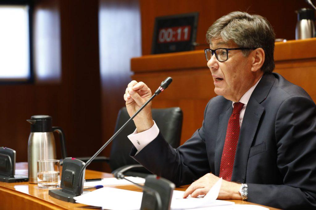 Aliaga promete más industria, más turismo de nieve y más exportaciones en la ronda de intervenciones de las Cortes de Aragón