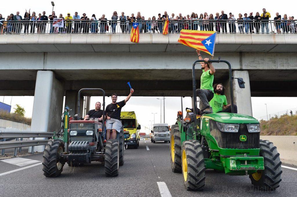 🔴 Histórica vaga general en Catalunya: fábricas cerradas, aulas vacías, vuelos cancelados y carreteras cortadas