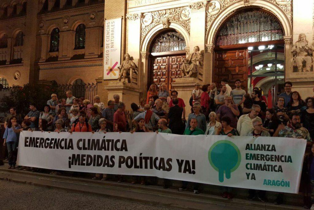 Zaragoza se solidariza con la acampada por el clima de Madrid frente al Ministerio de Transición Ecológica