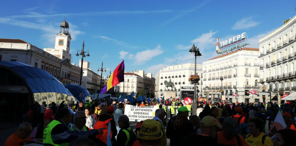 La marea pensionista inunda las calles de Madrid para defender el futuro de las pensiones
