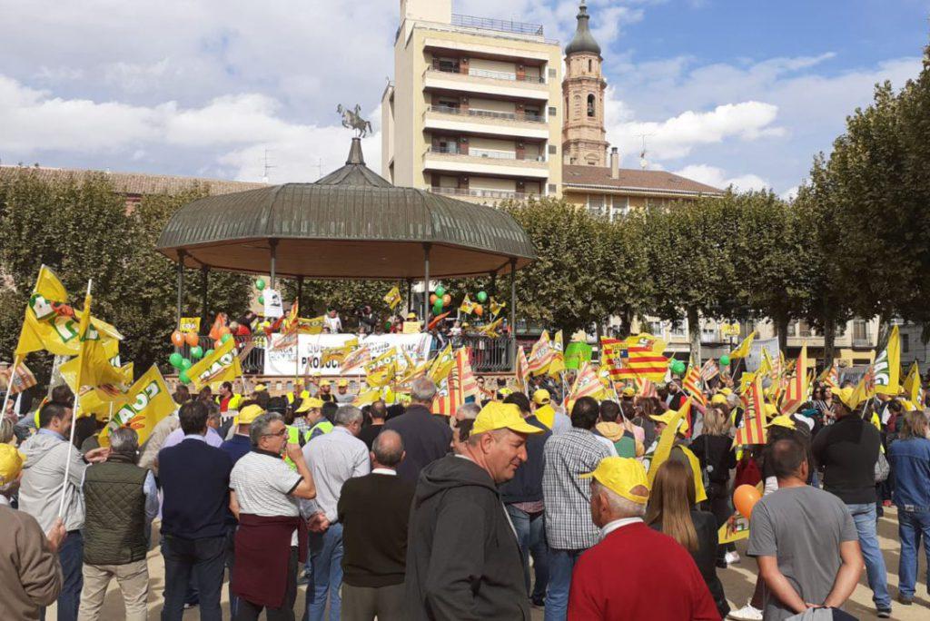 Más de 2.000 personas y 150 tractores se manifiestan en Calatayud para defender las explotaciones agroalimentarias familiares
