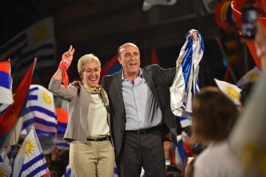 El Frente Amplio gana las elecciones en Uruguay pero tendrá que medirse en segunda vuelta con el derechista Partido Nacional