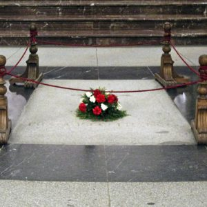 A hombros y con la bendición del prior, así saldrá el dictador Francisco Franco del Valle de los Caídos