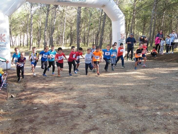 215 atletas participan en Ballobar en el inicio del calendario de campo a través escolar