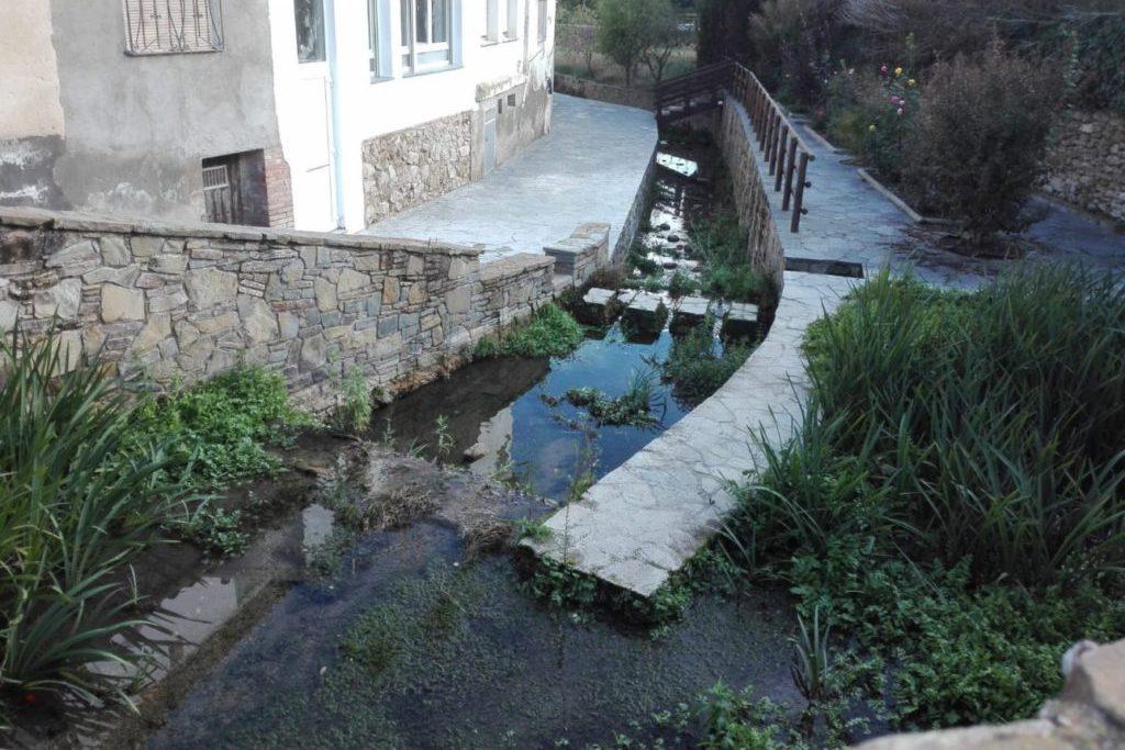 CHA solicita actuaciones de desbroce de vegetación, limpieza y mantenimiento en el barranco Regué que cruza el pueblo de Camporrells