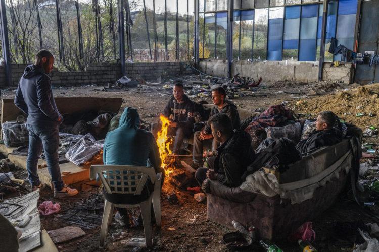 El Alto Aragón reúne unas 200 cajas de ropa y unas 20 de comida para enviar a las personas refugiadas en los Balcanes