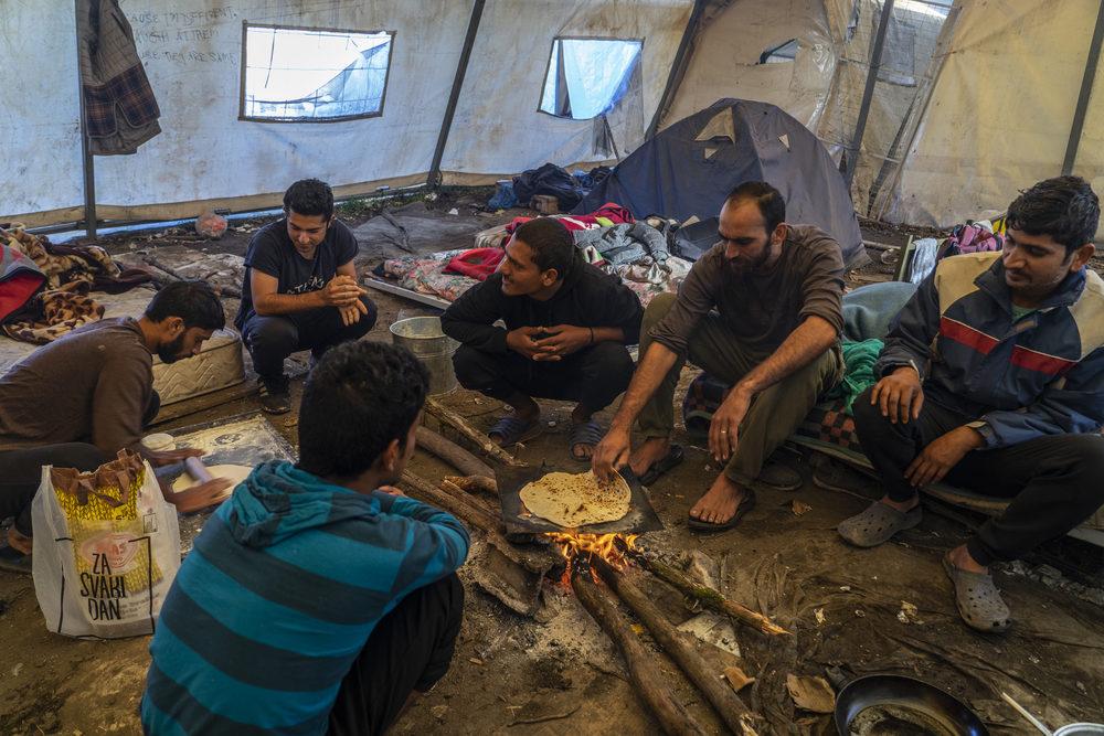 Golpeadas, enfermas y expuestas al frío: personas migrantes y solicitantes de asilo varados en Bosnia