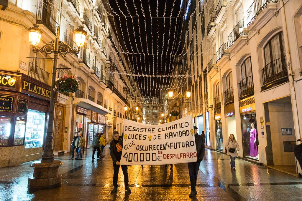 Zaragoza ya tiene luces de Navidad, banderas y una deuda con la Emergencia Climática