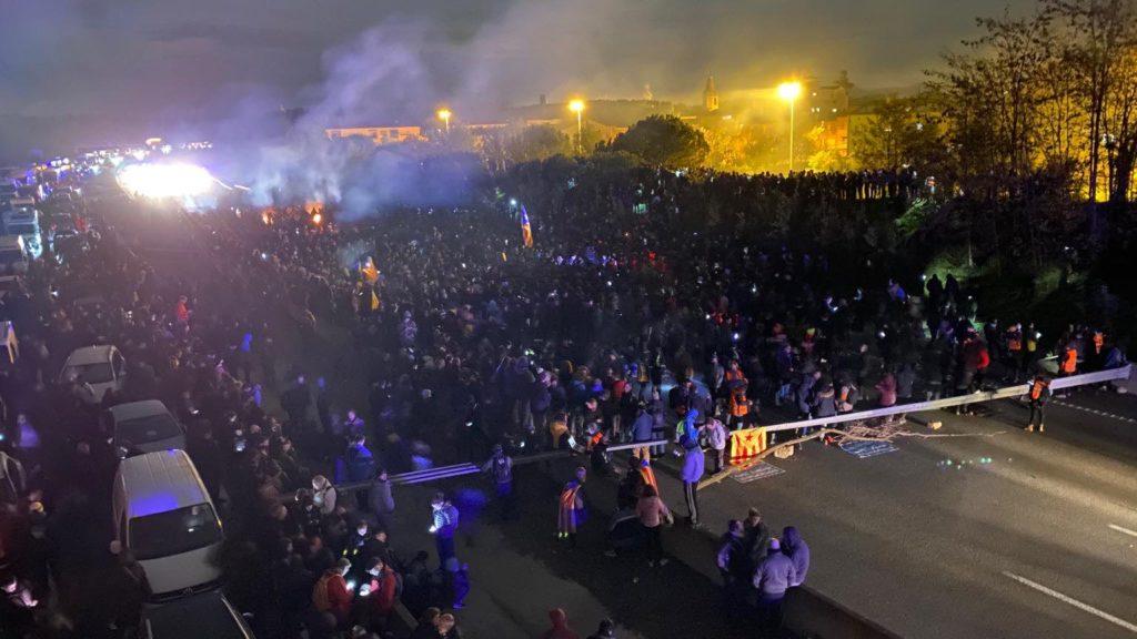 Tsunami Democràtic da por finalizadas las movilizaciones tras «aislar el Estado español de Europa en su frontera norte»