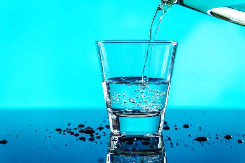 La verdad del ICA: las familias aragonesas ya gastan más en agua del grifo que en la de botella