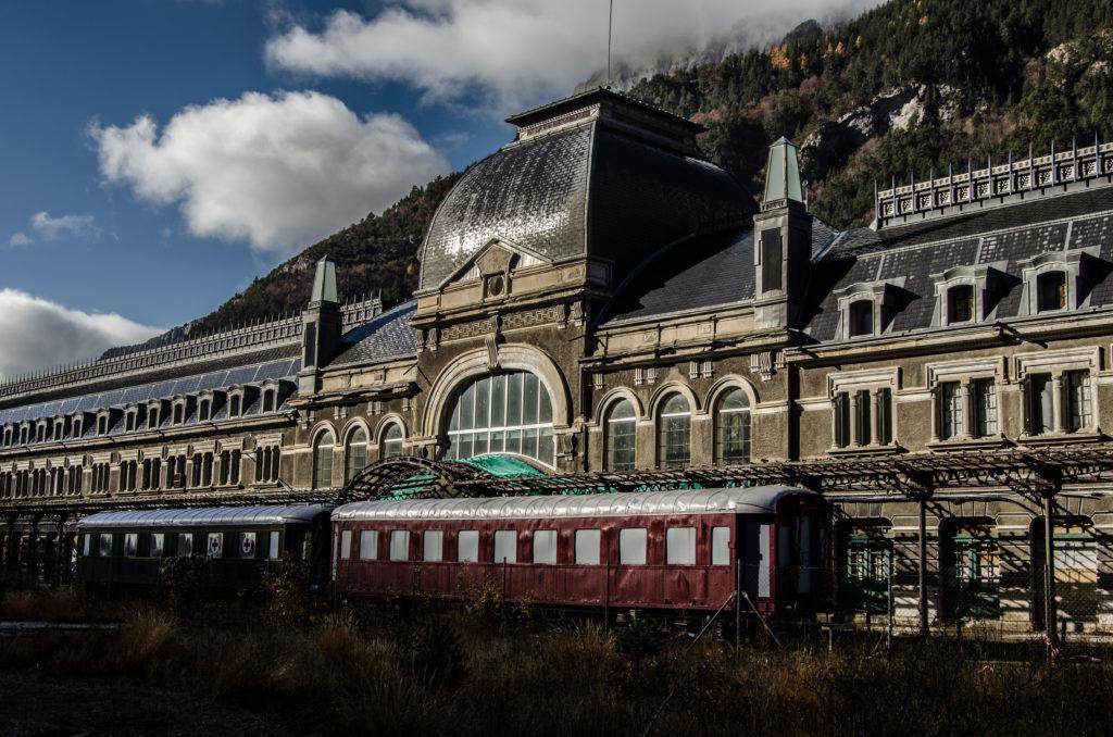 IU exige al ADIF que «reconsidere» el cierre de 12 taquillas en estaciones de tren del medio rural aragonés