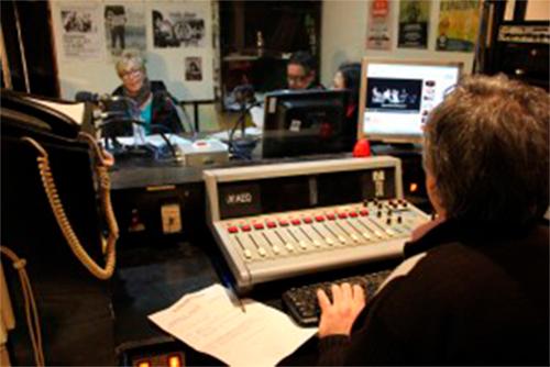 Estreno de «Con la casa en la mochila», el documental del programa de Radio Topo hecho por personas sin techo