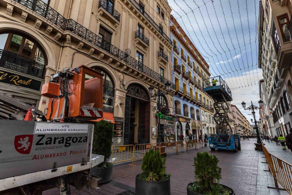 Ayuntamiento de Zaragoza: 400.000 euros en luces de Navidad tras recortar 1,8 millones a los colegios públicos y 1,6 al cambio climático