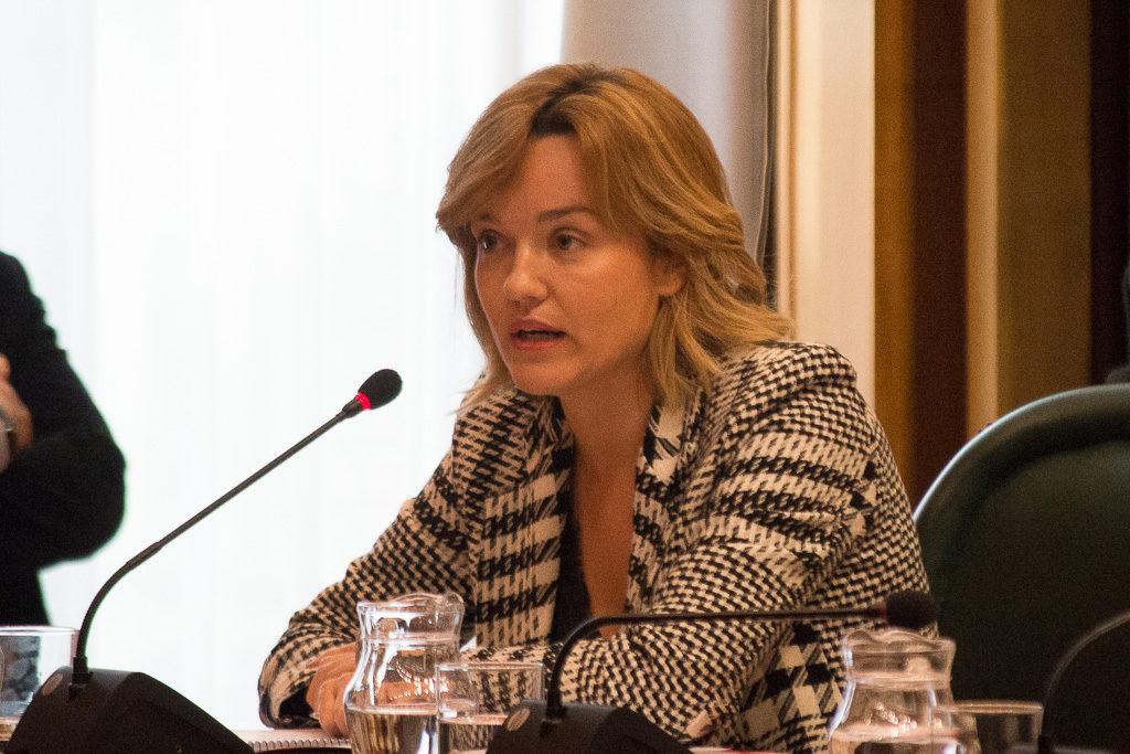 """Pilar Alegría reclama más respeto para la oposición tras la actitud """"déspota, paternalista y machista"""" del alcalde Azcón"""