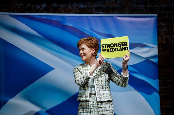 Sturgeon (SNP): «Escocia debería decidir sobre su futuro y no dejar que lo decidan por nosotros»