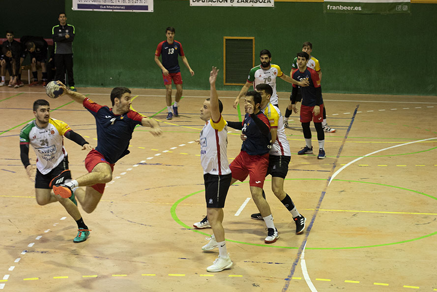 Avefor Balonmano Huesca gana el derbi aragonés