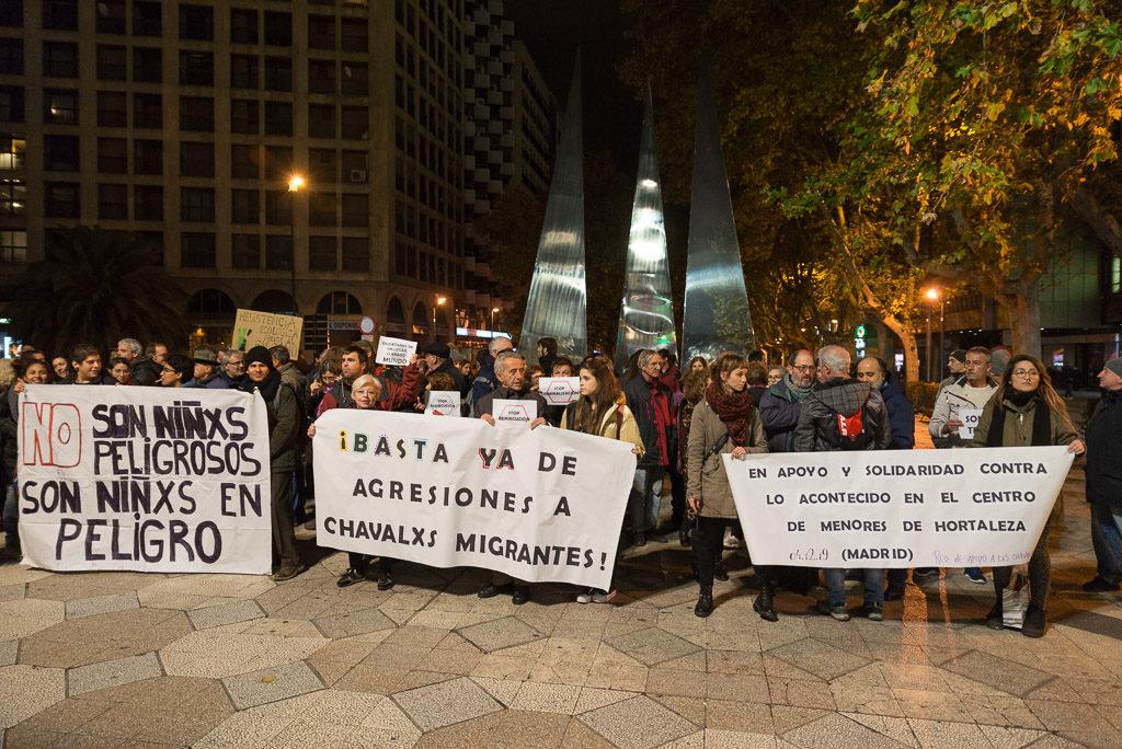 Zaragoza se concentra en solidaridad con el Centro de Menores de Hortaleza atacado con una granada