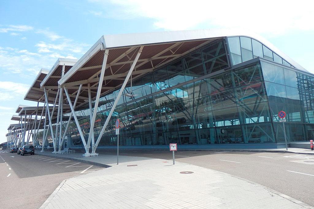 Huelga de 24 horas en el aeropuerto de Zaragoza tras un grave accidente de un trabajador