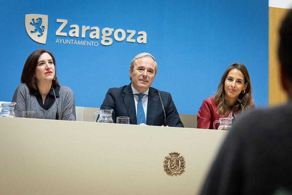 """La oposición denuncia que o Azcón ha negociado con """"los herederos del terrorismo"""" o no ha participado en la reducción de la deuda del tranvía"""