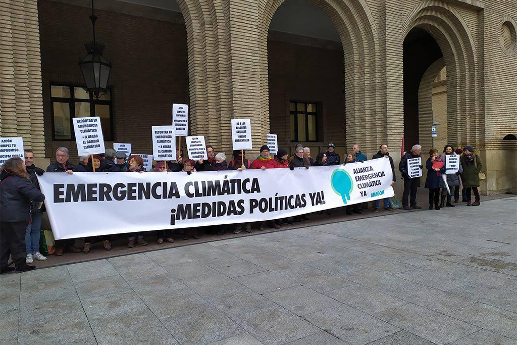 La Alianza por la Emergencia Climática entrega en el Ayuntamiento de Zaragoza una petición para rechazar la enmiendas de Vox