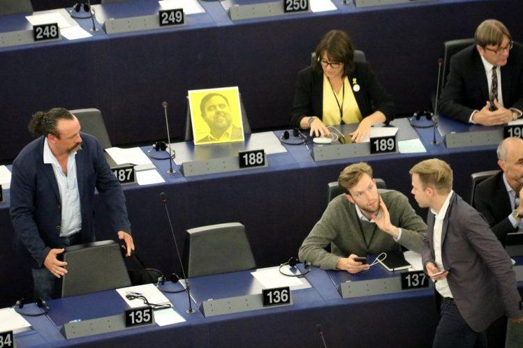 El Parlamento Europeo cambia de opinión y retira la condición de eurodiputado a Junqueras