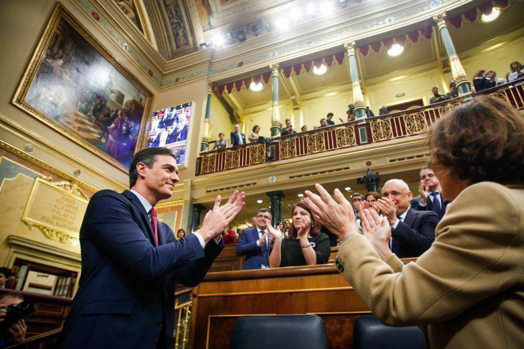 Sánchez elegido presidente entre ruido fascista de fondo y ante un reto histórico