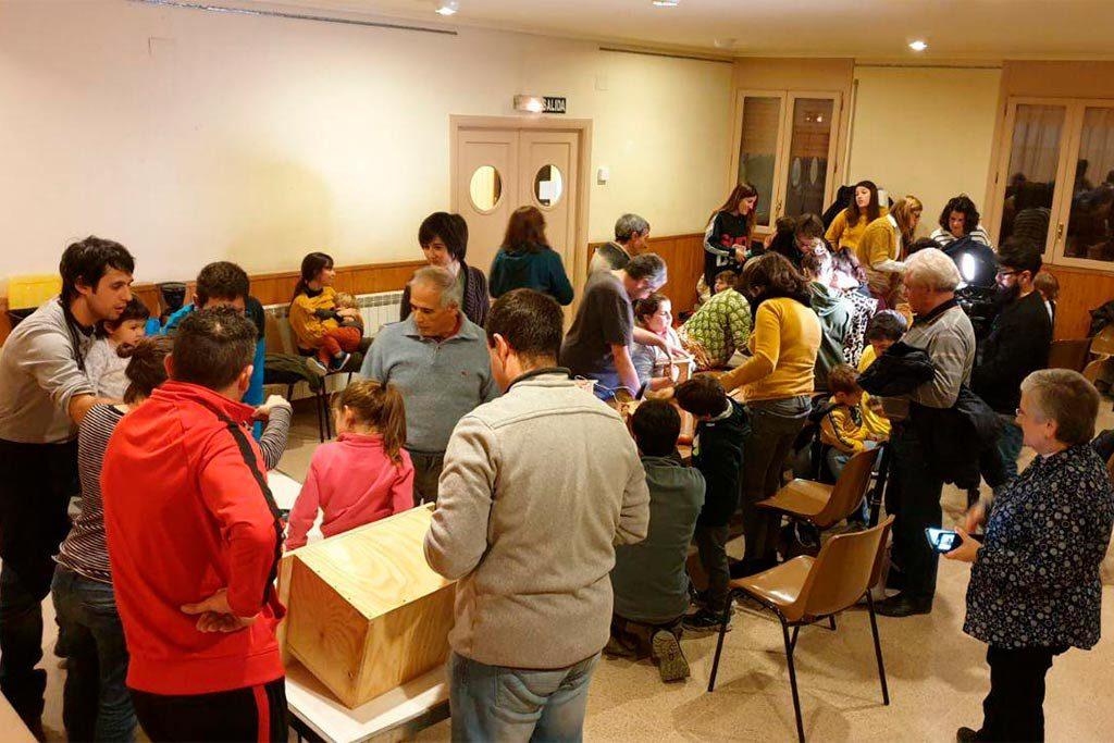 Taller de cajas nido en Lo Grau para celebrar el Día del Árbol itinerante